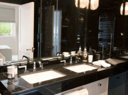 Imagen de pila de baño de lujo. Proyecto llevado a cabo por el estudio de arquitectura y diseño de interiores Cristina Arechabala