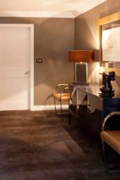 Imagen de la entrada a una vivienda cuyo diseño, decoración e iluminación es obra del estudio de arquitectura y diseño Cristina Arechabala.