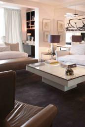 Imagen del salón de una vivienda de lujo cuya decoración, iluminación y diseño de interiores es obra del estudio de Cristina Arechabala.