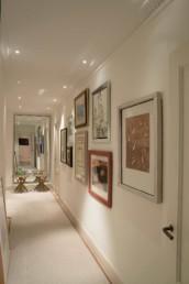Imagen del pasillo de una vivienda particular decorado por el estudio de diseño de interiores de Cristina Arechabala