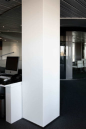 Imagen detalle de una oficina. Decoración obra del estudio de arquitectura e interiorismo Cristina Arechabala.