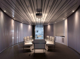 Imagen de una sala de reuniones en una oficina. Cortesía de estudio de interiorismo y decoración Cristina Arechabala.