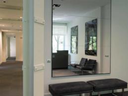 Imagen detalle de recibidor en vivienda de lujo. Decoración por estudio de interiorismo y diseño Cristina Arechabala.