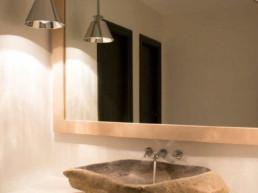 Imagen de una pila de un cuarto de baño diseñado por el estudio de interiorismo Cristina Arechabala.